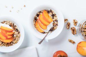 Un desayuno equilibrado debe incluir un lácteo, una fruta y cereales